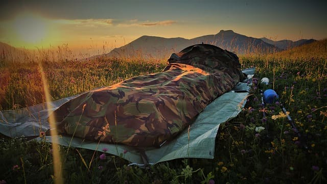 How To Keep Sleeping Bag On Pad